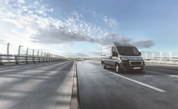 Peugeot Boxer: The ASPHALT version is designed for professionals who spend a lot of time in their vehicles and who are primarily looking for comfort and safety.