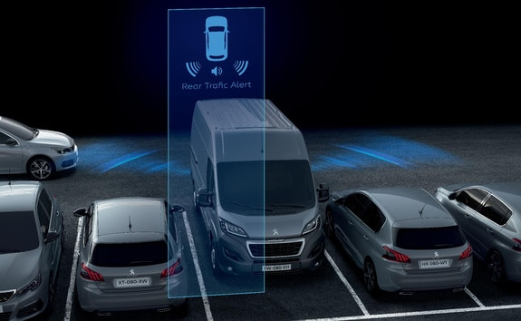 The Rear Trafic Alert is a new functionality which comes from Blind-Spot Monitoring system. This innovation allows vehicles within a distance of 50 m on the left or right to be detected when reversing
