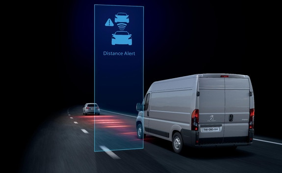 The Distance Alert function (collision risk warning) warns the driver that his or her PEUGEOT Boxer risks colliding with the vehicle in ahead or a pedestrian present in his or her traffic lane.