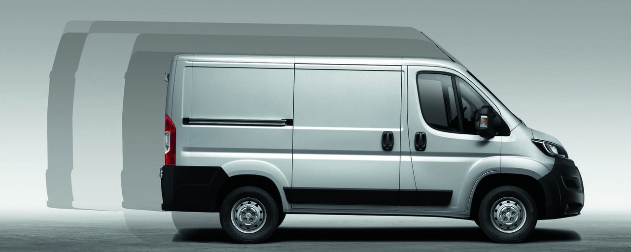 Peugeot Boxer: Based on 3 wheelbases (3m, 3.45m and 4.04m), paneled and glazed vans are available in 4 lengths (L1, L2, L3 and L4) and 3 heights (H1, H2 and H3). ), for a total of 8 silhouettes ranging from 8 to 17 m3.
