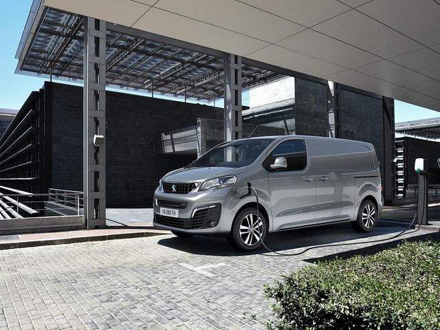 NEW PEUGEOT e-EXPERT – workplace charging