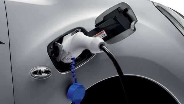Peugeot Partner charging