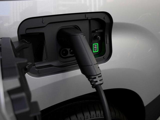 New PEUGEOT e-PARTNER – charging hatch