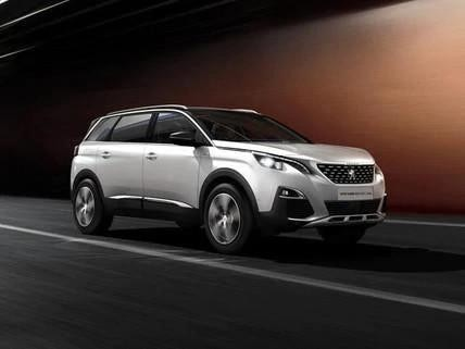 silver-peugeot-5008-driving