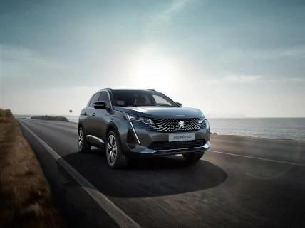 grey-new-peugeot-3008-driving