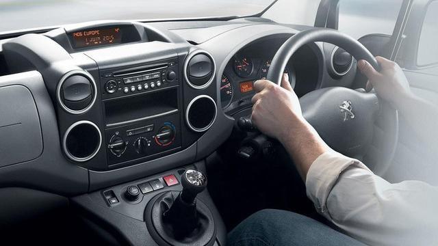 Peugeot Partner interior driving